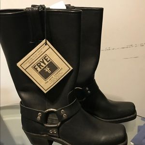 Size: 8 never worn Frye boots
